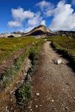 Fotvandra slingan Helen Lake Cirque Peak Arkivbild