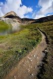 Fotvandra slingan Helen Lake Cirque Peak Fotografering för Bildbyråer