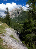 Fotvandra slingan i dolomitesna, Italien Royaltyfria Foton