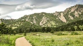 Fotvandra slingan i stenblocket Colorado royaltyfri foto