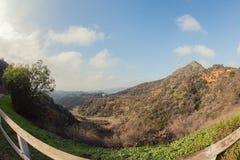 Fotvandra slingan till det Hollywood tecknet, en vandring på monteringslän, Hollywood, Kalifornien Arkivfoton