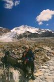 Fotvandra till Huayna Potosi Arkivbild