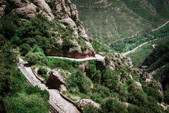 Fotvandra vandringsledet till den Santa Maria de Montserrat abbotskloster i Spanien Royaltyfria Foton