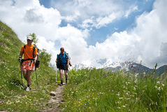 Fotvandrare i berget Arkivfoton