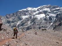 Fotvandrare i berget Royaltyfri Foto