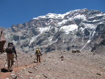 Fotvandrare i berget Royaltyfri Bild