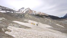Fotvandrare i kanadensiska steniga berg Arkivfoton