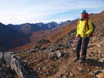 Fotvandrare i Yukon royaltyfria foton