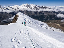 Fotvandrare på bergen Royaltyfria Bilder
