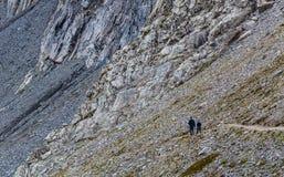 Fotvandrare på den Eiger trailen Royaltyfria Foton