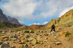 Fotvandrare på deras väg till Aconcagua Fotografering för Bildbyråer