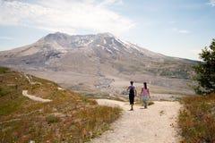 Fotvandrare på Mount Saint Helens Fotografering för Bildbyråer