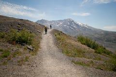 Fotvandrare på Mount Saint Helens Arkivfoton