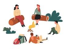 Fotvandrare som sitter runt om lägereld loggar in på, skogryggsäckar vektor illustrationer
