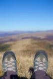 Fotvandrare som trekking i bergen Sport och aktiv livstid Arkivbilder
