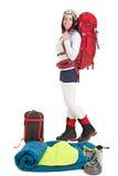 Fotvandrarekvinna med turist- utrustning som isoleras på vit bakgrund Royaltyfri Fotografi