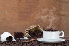 Fou dans l'amour avec du café Images stock