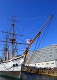Fou de Bassan et non de HMS Glissement couvert par 3 à chantier de construction navale historique Chatham Photo stock