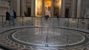 Foucault klockpendel i panteon de Paris stock video