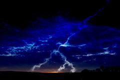 Foudre la nuit Image stock