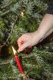 Foudre les bougies à l'arbre de Noël Photo libre de droits