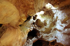 Foudroyez à l'intérieur en montagne de Khao Yoi - Phetchaburi Photos stock