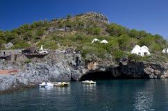 Foudroyez le lion, île de Dino, Praia une jument, CS, Italie Photo stock