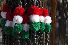 Fouets colorés blancs et verts rouges au marché d'agriculteurs Photo libre de droits