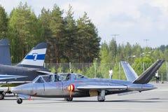 Fouga Magister strålkämpe på jordningen royaltyfria foton