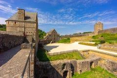 Fougeres-Schloss in Bretagne lizenzfreie stockbilder