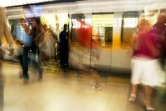 foule à la station de métro images stock