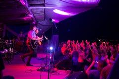 Foule au concert de filles d'indigo Image libre de droits