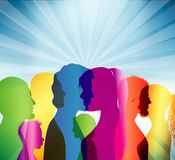 foule Communication entre les personnes Groupe de personnes Profils colorés de shilouette équipe illustration de vecteur