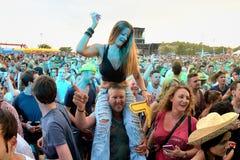 Foule dans un concert au festival de BOBARD Image stock