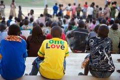 Foule de stade avec des enfants Photographie stock libre de droits