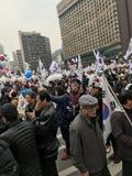 Foule de Sud-Coréens protestant dans la ville Hall Square photos stock