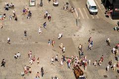 Foule des personnes dans la place de Stephansplatz de Vienne photographie stock libre de droits