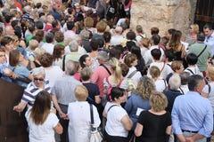 Foule des spectateurs près de l'arène de l'entrée de Vérone photo stock