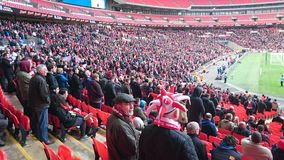 Foule du football au stade de Wembley Photographie stock