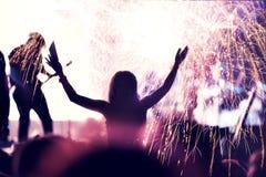 Foule et feux d'artifice, concept de nouvelle année Photo stock