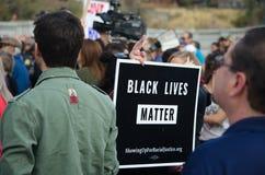 Foule recueillie à la protestation d'atout Photo libre de droits