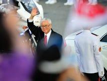 Foule saluante du Président Dr. Tony Tan pendant le NDP Images stock