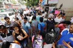 Foules à Kandy Sri Lanka sur le trottoir Photo stock