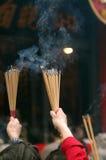 Foules au temple de péché de Wong Tai à Hong Kong images libres de droits