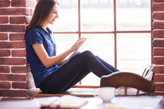 She found a peaceful place to work. Royalty Free Stock Photos
