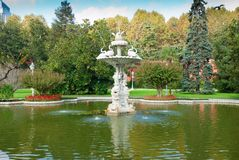 Fountain in the Dolmabahce palace (Istanbul Royalty Free Stock Photography