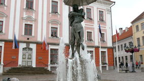 Fountain with a kissing couple statue in Tartu 4K FS700 Odyssey 7Q Stock Images