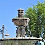 Fountain, Landmark, Water Feature, Water