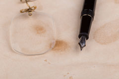 Fountain pen and pince-nez Royalty Free Stock Photo