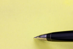 Fountain Pen and Post it Royalty Free Stock Photography